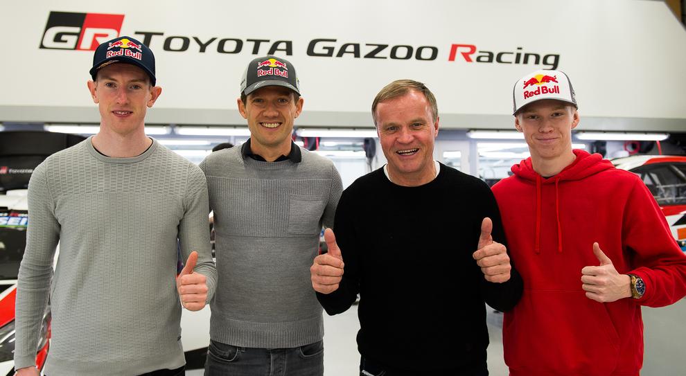 Da sinistra Elfyn Evans, Sebastien Ogier con il team principal Tommi Mäkinen e Kalle Rovanpera