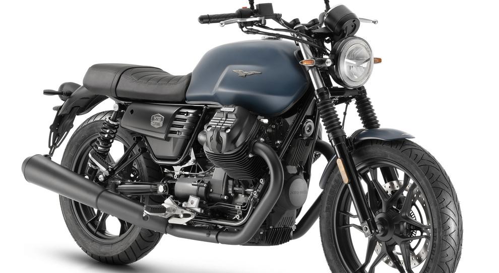 La Moto Guzzi V7 III Stone nella variante Night Pack