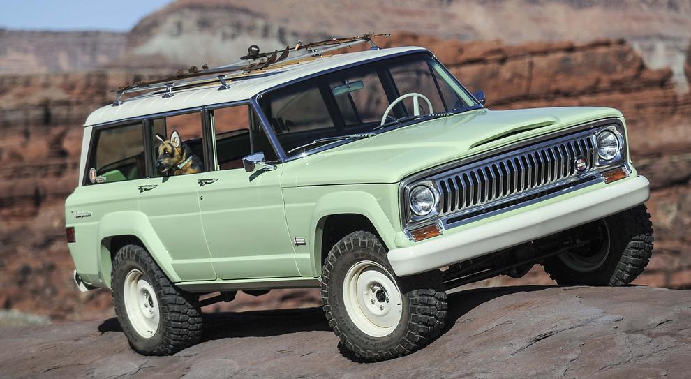 L'originale Wagoneer Roadtrip, si basa sul modello originle del 1965, ma presenta in aggiunta un passo allungato di cinque pollici.