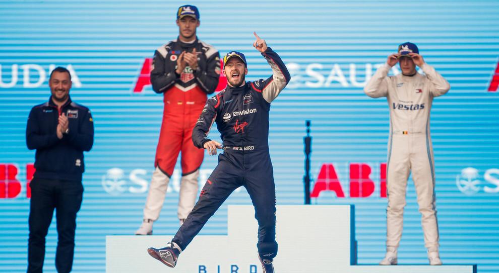 Sam Bird festeggia la vittoria sul podio