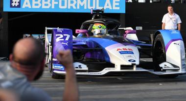 EPrix Diriyah, in gara 2 è dominio BMW: vince Sims davanti a Guenther. L'Audi di Di Grassi sul podio