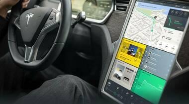 Sentenza in Germania, chi guida non usi display infotainment. Incidente Model 3 mentre pilota regolava tergicristallo su touch