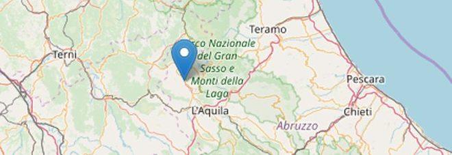 Terremoto a L'Aquila, tre scosse con magnitudo da 3.4 a 3.7. Paura e gente in strada, sentite anche nelle Marche