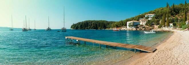 Covid, positivi quattro ragazzi di 19 anni aretini tornati da un viaggio in Grecia