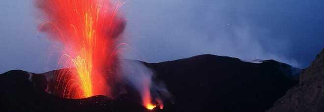Stromboli, stretta sulle escursioni senza guida sul vulcano dopo le ultime eruzioni