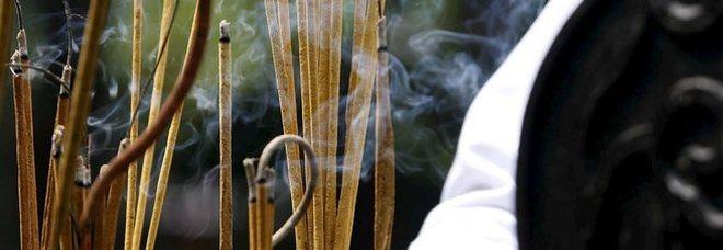 Marijuana invece dell'incenso durante la messa in chiesa: fedeli all'ospedale intossicati