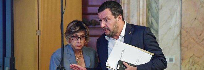 Scontro sulla giustizia. E Salvini: «Se mi stufo la parola agli italiani»