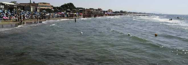 Va a fare il bagno in mare: morto a 22 anni a pochi metri dalla riva, bagnanti sotto choc