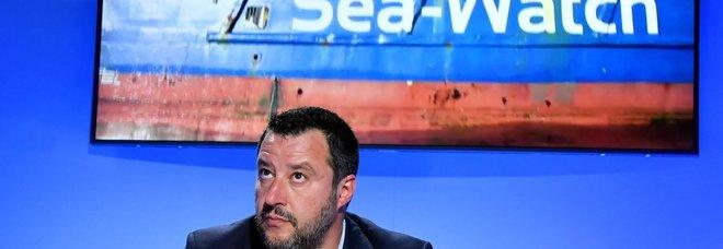 Caso Sea Watch, la Ong: «Non sbarcheremo i naufraghi a Tripoli». Salvini: «Li stanno sequestrando»