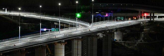 Ponte di Genova riaperto al traffico: ponente e levante della città sono 'ricuciti'