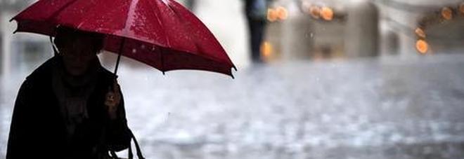 Meteo, l'uragano Lorenzo fa paura: ultimi giorni di caldo estivo, da domani freddo e piogge