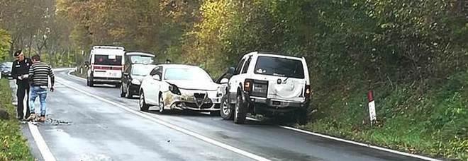 Incidente contro un grosso cinghiale: ragazza 28enne finisce all'ospedale, auto semidistrutta