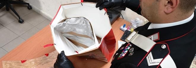 Shopping in via Condotti con borse schermate per rubare vestiti: arrestati 5 cubani