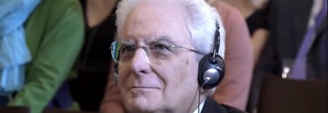 """Da Capo di Stato a idolo social: la pagina facebook """"Mattarella ascolta cose"""" spopola sul web"""