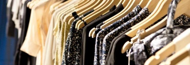 Vestiti tossici, «veleni nelle fibre»: pericoli e rischi per la salute