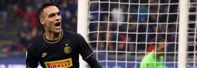 Doppietta Lautaro: l'Inter batte la Spal e scavalca in vetta la Juventus