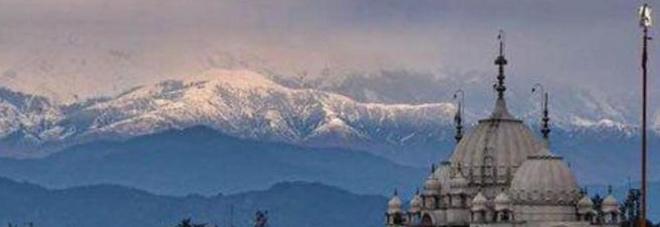 Via lo smog e tornano visibili le nevi dell'Himalaya: non accadeva da 30 anni