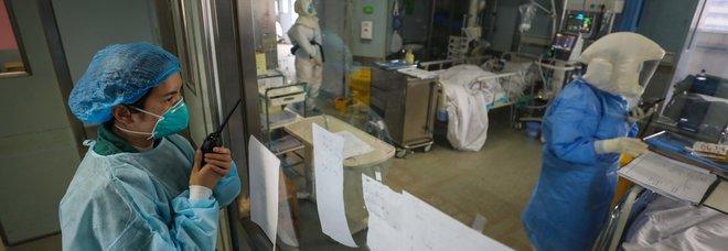 Coronavirus, 254 morti in un solo giorno in Cina. Usa: «Delusi da numeri falsi»