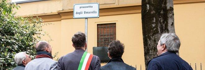 Bologna, inaugurati una piazzetta dedicata agli Umarell e un giardino in memoria delle vittime del naufragio del 2013