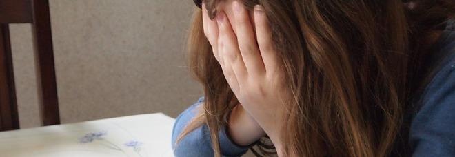 «Mia figlia in balìa delle baby bulle» . Chat creata per tormentare la 13enne. Insulti e screenshot: cosa facevano