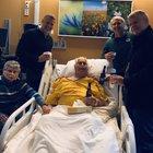 L'ultima birra prima di morire: la foto con il nonno emoziona i social