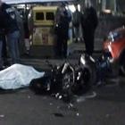 Napoli, incidente nella notte: auto contro moto, muore 21enne