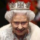 Royal Family, Elisabetta e gli schiaffi in pubblico al nipote: «Non discutere con me, io sono la regina»