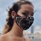 Mascherina con perle, pietre e fiori: è il nuovo accessorio fashion