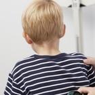 Bimbo di 5 anni perde un dito: «Tranciato nel cestino dei rifiuti». Choc al centro commerciale