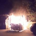 Roma, emergenza rifiuti: cassonetti in fiamme a Quarto Miglio